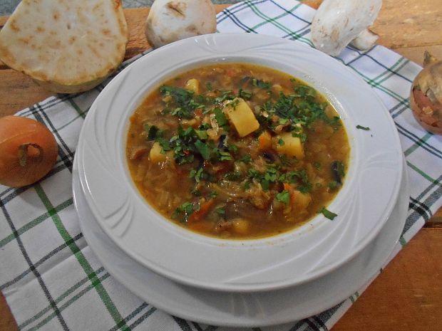 Zupa selerowo-kapuściana z pieczarkami