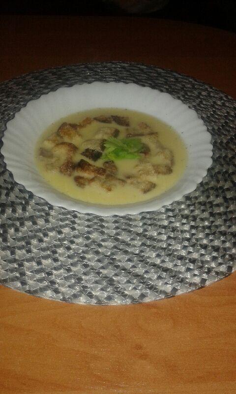 Zupa serowa .