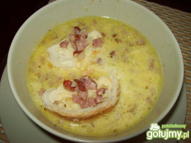 Zupa serowa z grzankami 2