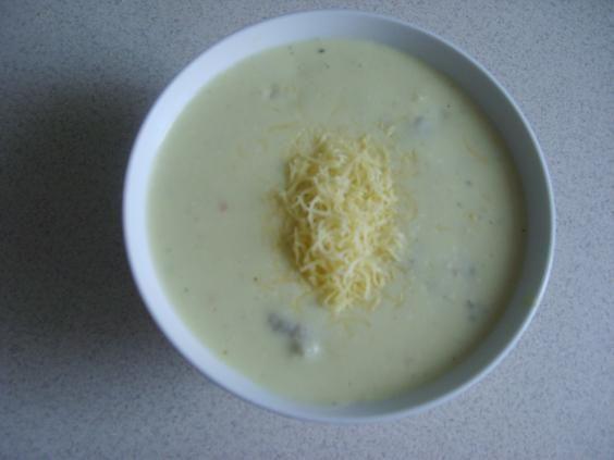 Zupa serowa z klopsami
