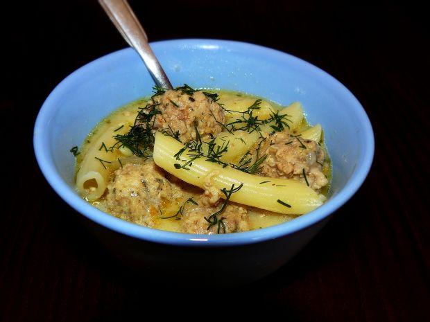 Zupa serowa z mini pulpecikami i makaronem