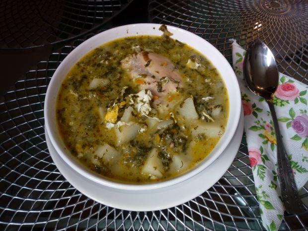 Zupa szczawiowa z kurczakiem i kaszą manną