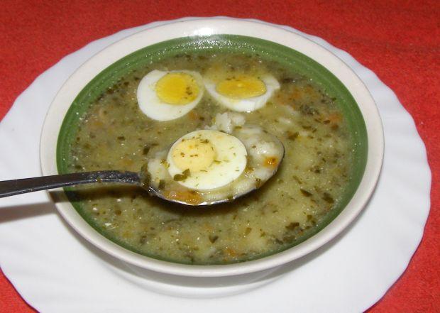 Zupa szczawiowa z makaronem gwiazdki.