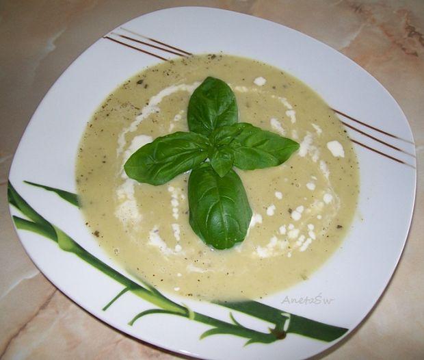 Zupa szparagowa z bazylią