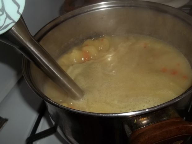 Zupa szparagowa z tortellini