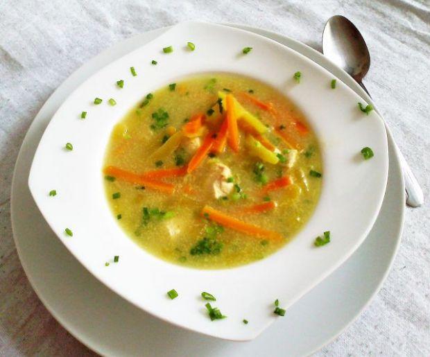 Zupa tajska z kurczakiem i cukinią