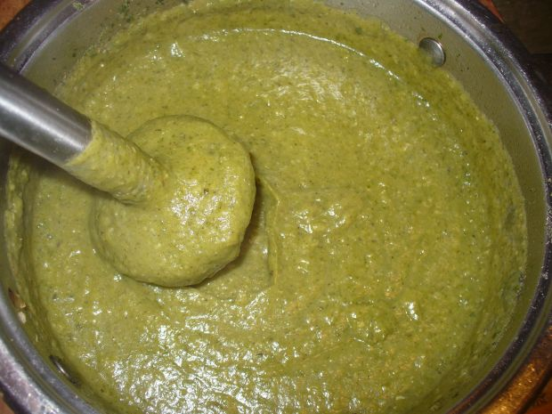 Zupa typu krem z groszku zielonego i cukinii