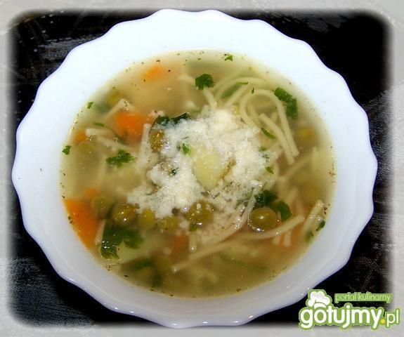 Zupa w stylu minestrone.