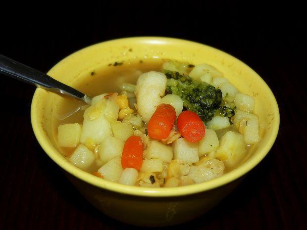 Zupa warzywna z grochem