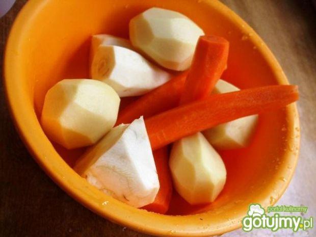 Zupa warzywna z kaszą i pieczarkami