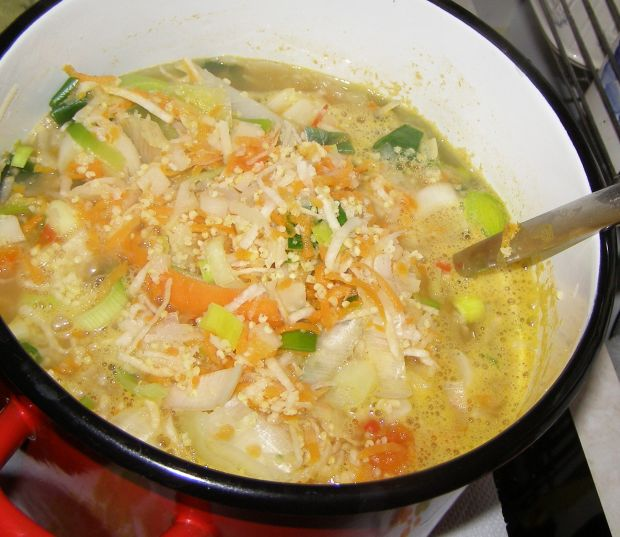 Zupa warzywna z kaszą jaglaną