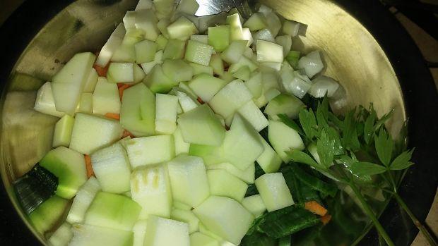 Zupa warzywna z klopsikami