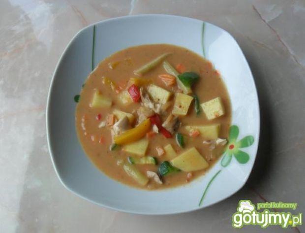 Zupa warzywna z mięsem.
