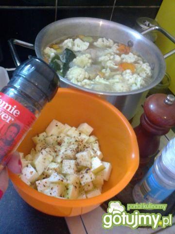 Zupa warzywna ze smażoną cukinią
