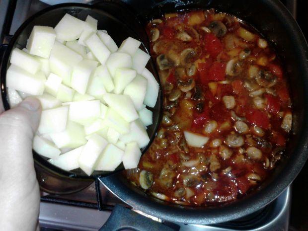 Zupa węgierska z pieczarkami