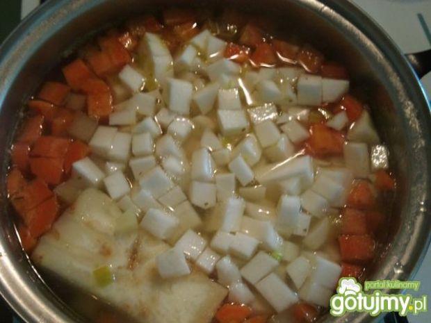 Zupa z białą rzodkwią