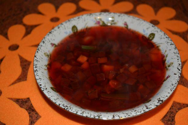 Zupa z burakami i fasolką szparagową