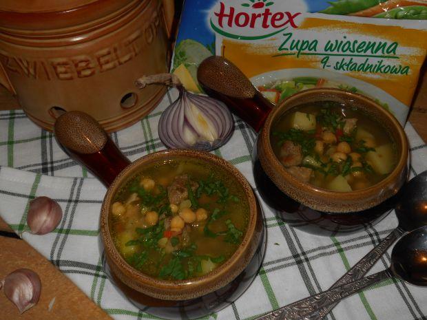 Zupa z ciecierzycą i wieprzowiną