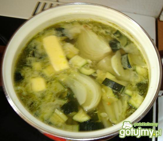 Zupa z cukinii.