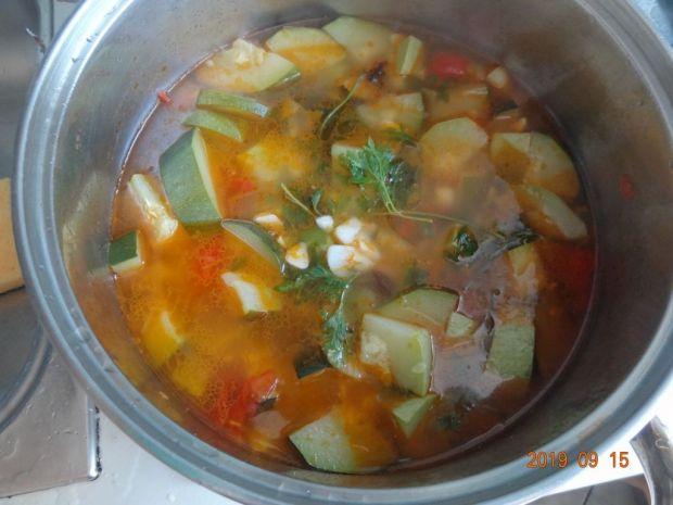 Zupa z cukinii i pomidorów ze słonecznikiem