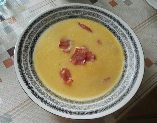 Zupa z cukinii z chipsami z boczku