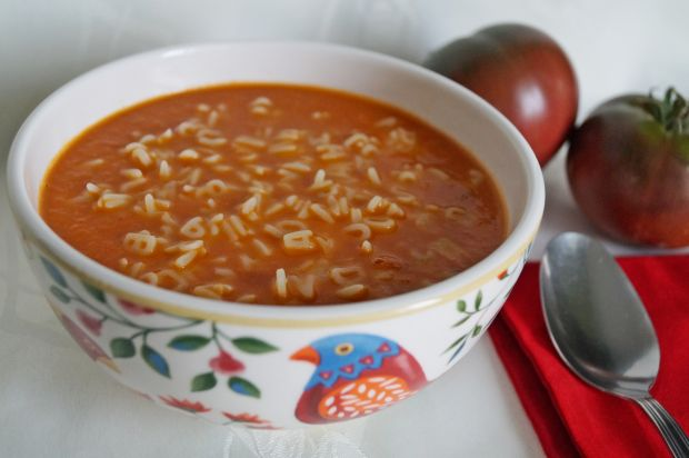 Zupa z czarnych pomidorów