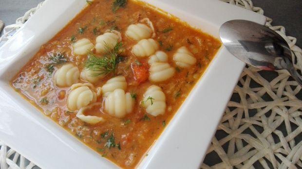 Zupa z czerwoną soczewicą i pomidorami