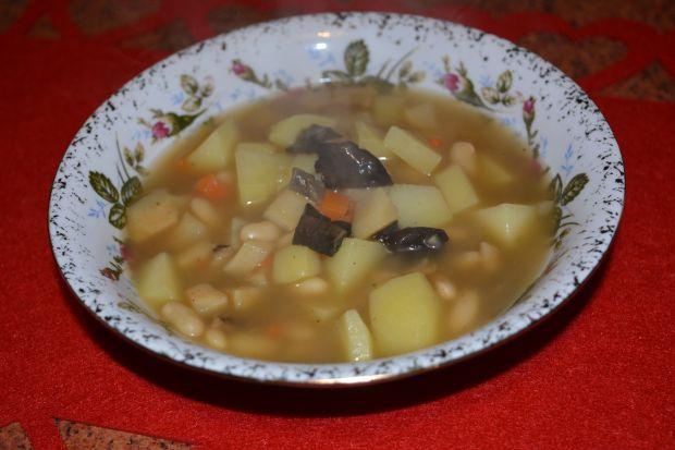 Zupa z fasolą i grzybami