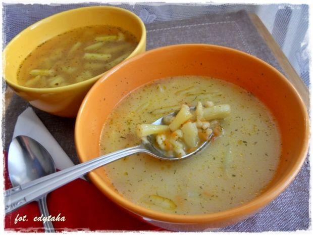 Zupa z fasolką szparagową i zacierkami