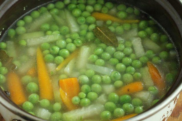 Zupa z kalarepą i groszkiem
