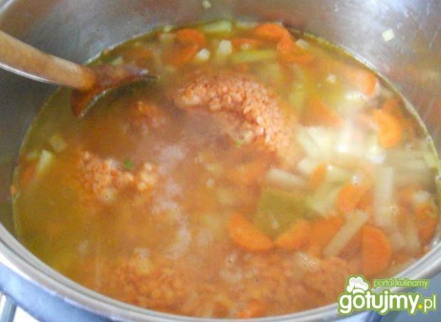 Zupa z kalarepki i soczewicy