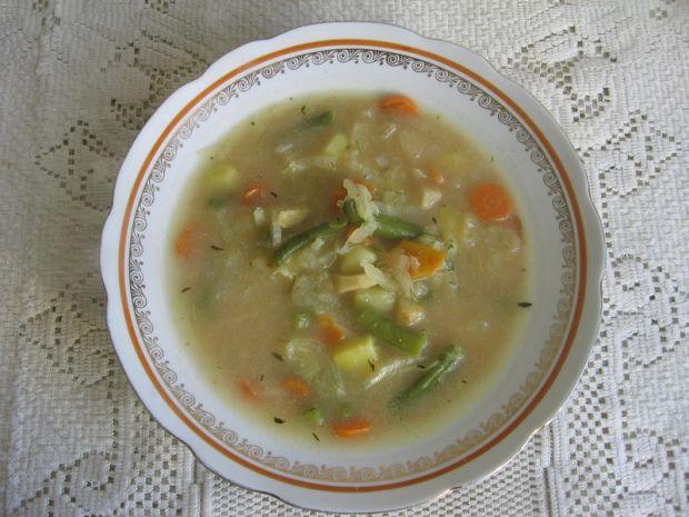 Zupa z kapusty pekińskiej i fasolki szparagowej