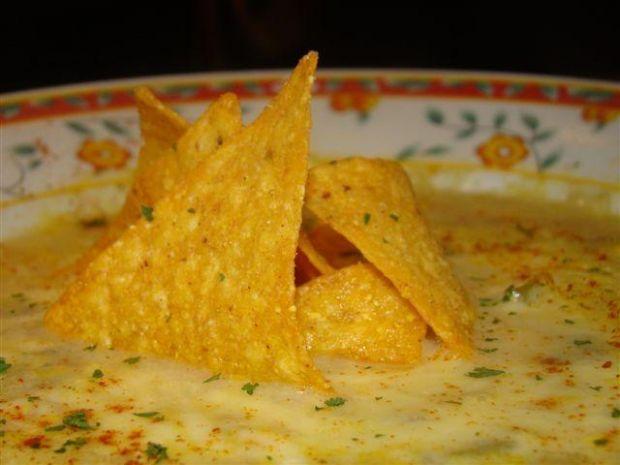 Zupa z kukurydza i chipsami tortilla