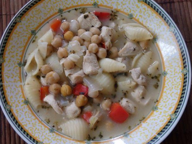 Zupa z kurczakiem i cieciorką