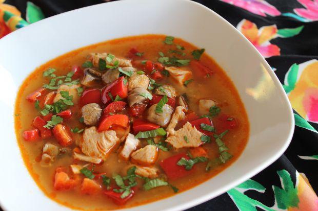 Zupa z kurczakiem w tajskim stylu
