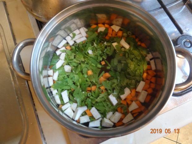 Zupa z lanym ciastem i mięsem z indyka