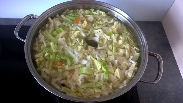 Zupa z młodej kapusty i kalarepki