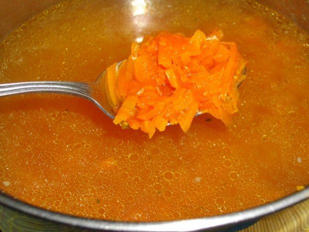 Zupa z młodych marchewek