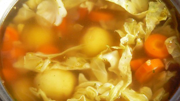 Zupa z młodych warzyw