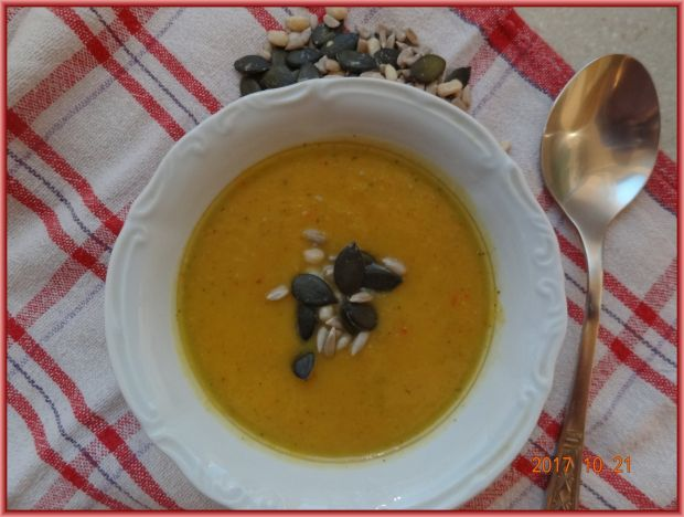 Zupa z pieczonej dyni z batatami
