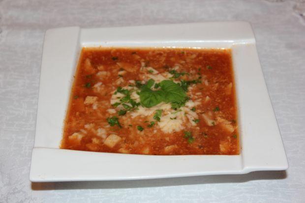 Zupa z pomidorami  i mięsem mielonym
