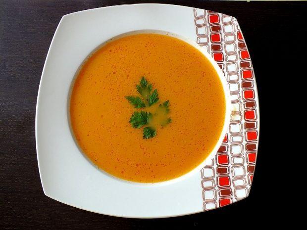 Zupa z pomidorów z cebulką i czosnkiem