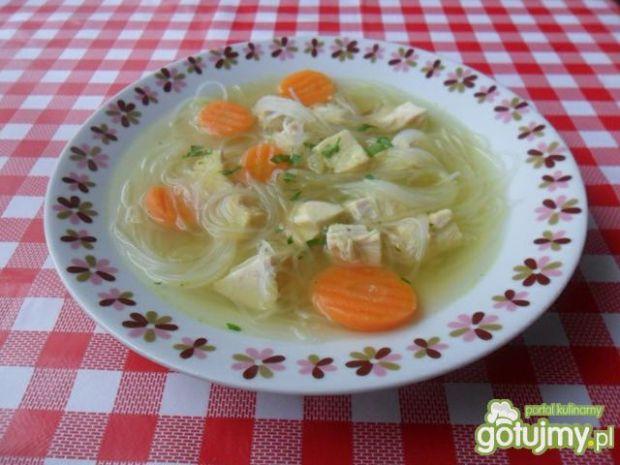Zupa z ryżowym makaronem