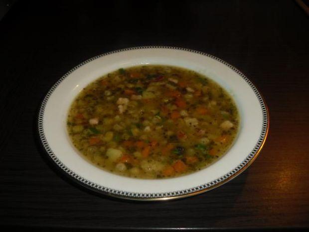 Zupa  z suszonego groszku.