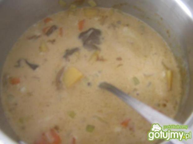 Zupa z suszonych grzybów Bernadetty