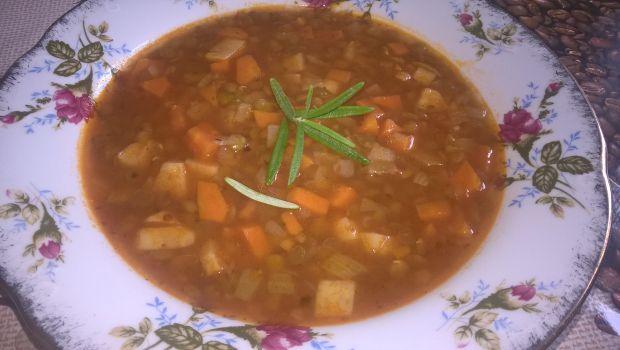 Zupa z zieloną soczewicą