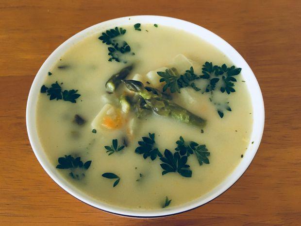 Zupa ze świeżych szparagów
