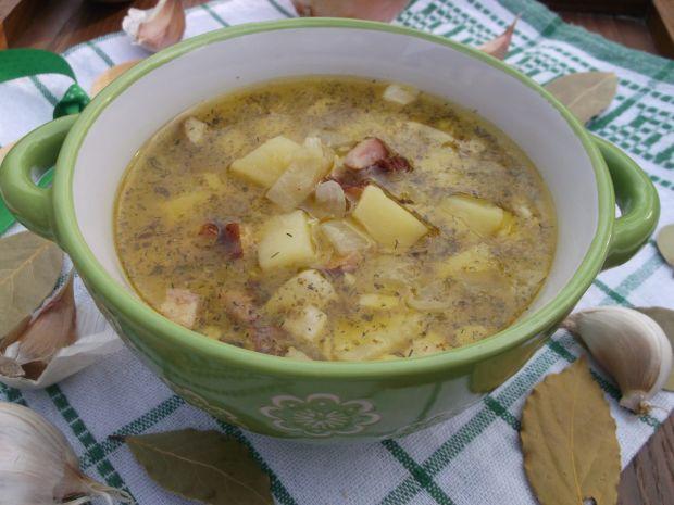 Zupa ziemniaczana z cebulą,czosnkiem i boczkiem