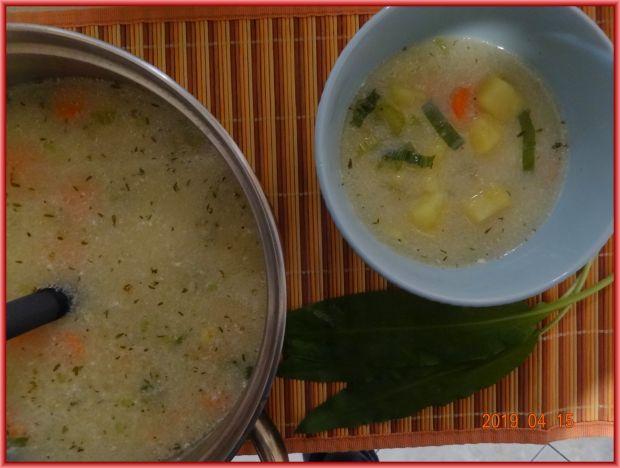 Zupa ziemniaczana z czosnkiem niedźwiedzim