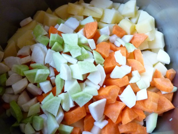 Zupa ziemniaczana z kalarepą i pieczarkami